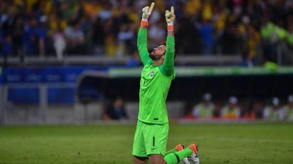 alisson-comemora-gol-do-brasil-contra-a-argentina-pela-copa-america-1562120289618_v2_600x337.jpg