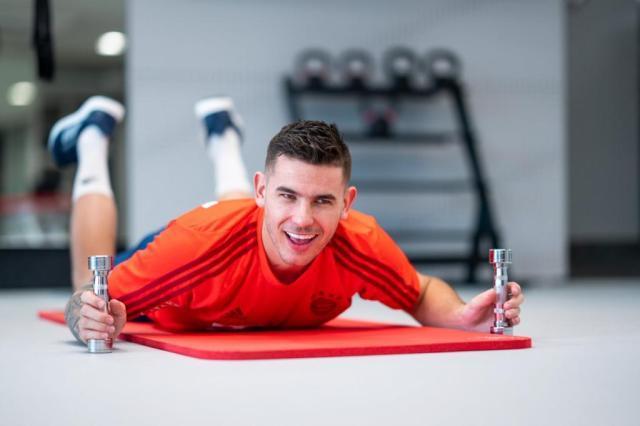 lucas-hernandez--entrenando-en-el-gimnasio-con-el-bayern--twitter-fcbayern.jpg