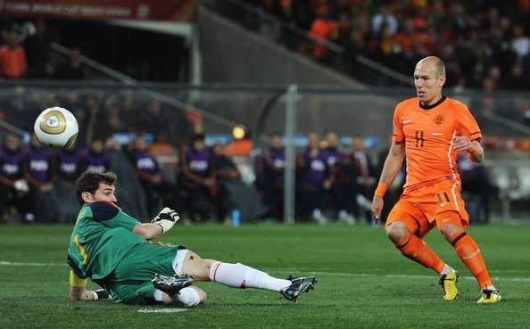 Arjen+Robben+Iker+Casillas+Netherlands+v+Spain+g1Mw_IlAQdAl.jpg
