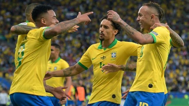 jogadores-comemoram-gol-de-everton-cebolinha-na-final-da-copa-america-entre-brasil-e-peru-1562531427891_v2_900x506.jpg
