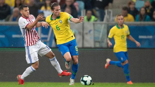 filipe-luis-em-jogo-da-selecao-brasileira-contra-o-paraguai-na-copa-america-1561749838239_v2_900x506.jpg