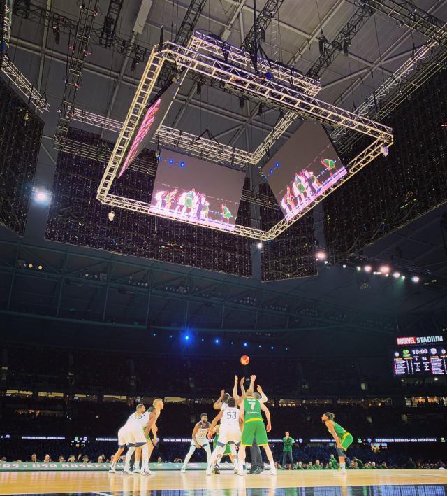5万人看一场篮球赛是什么体验?澳洲球迷申请退票!
