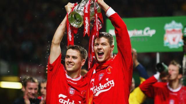 liverpool-michael-owen-steven-gerrard-trophy-celeb-worthington-cup-league-cardiff_3008940.jpg