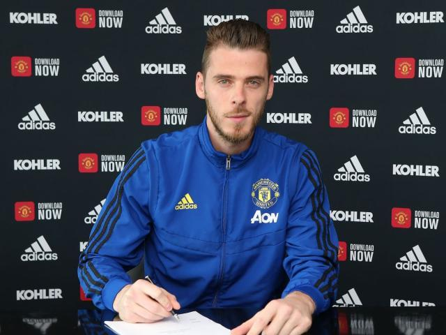 0_David-de-Gea-Signs-a-New-Contract-at-Manchester-United.jpg