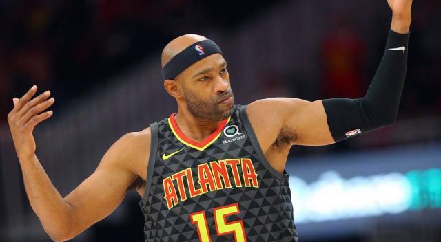 NBA-Hawks-Carter-poses-against-Heat-1040x572.jpg