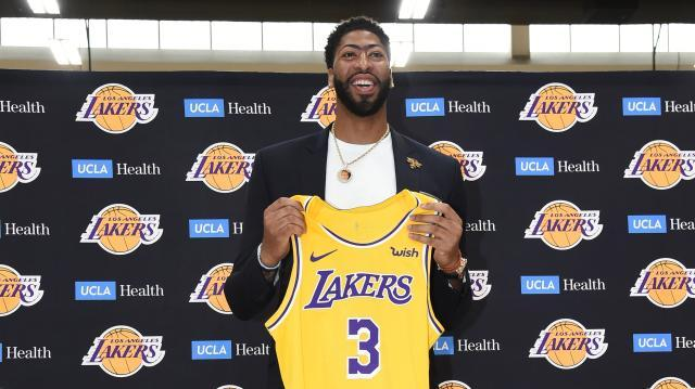 anthony-davis-intro-jersey-smile.jpg