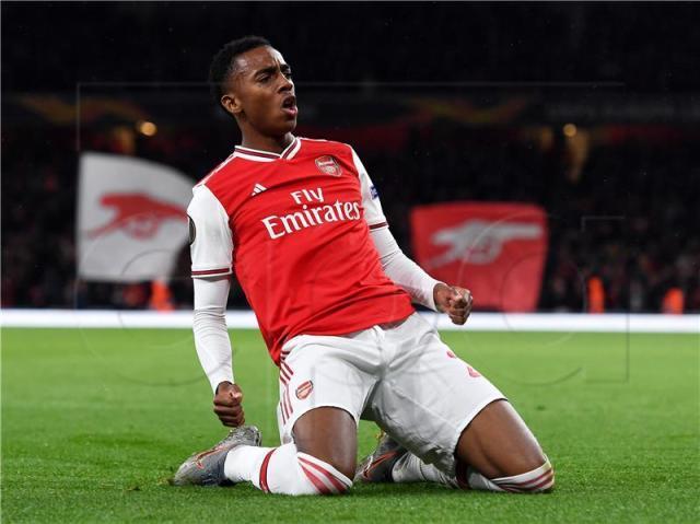 Joe-Willock-of-Arsenal-celebrates-after-scoring-his-teams-third-goal-during-the-UEFA-Europa-League.jpg