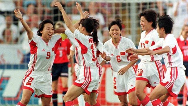 足球图片1 1999年美国女足世界杯 中国女足 图片2_副本.jpg