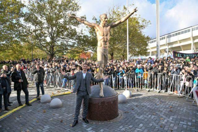 9de9de_statue-is-symbol-is-zlatan-ibrahimovic-as-he-unveiled-statue-in-malmo-ibrahimovic-640x427.jpg