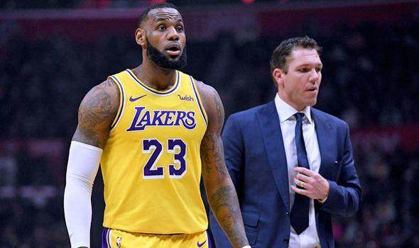 Lakers-locker-room-LeBron-James-NBA-news-Walton-1081752.jpg