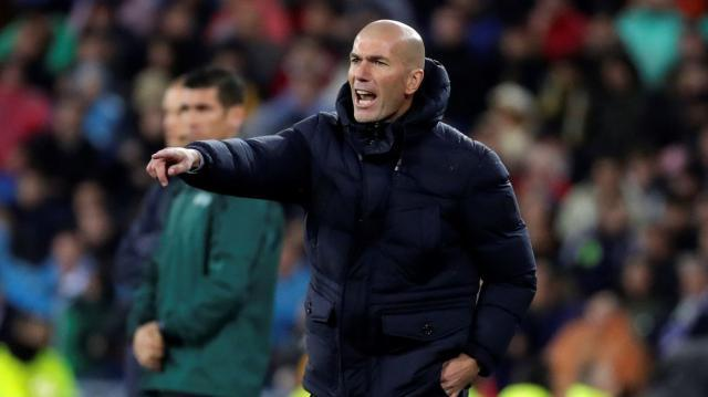 Zidane-Firmo-jugar-partido_2180791936_7436381_1300x731.jpg