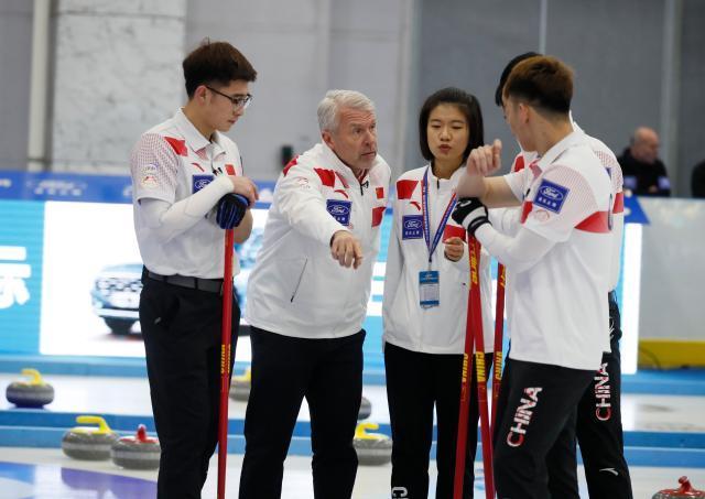 中国男队教练SOREN GRAN场中指导.jpg