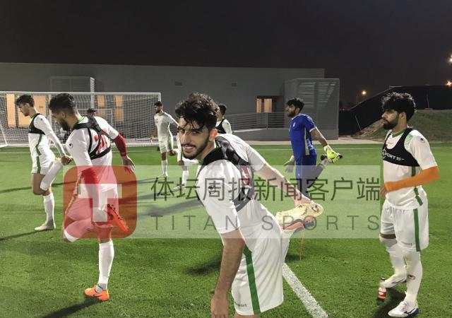 伊朗国奥队在多哈一日两练,下午在球场进行技战术演练.jpg
