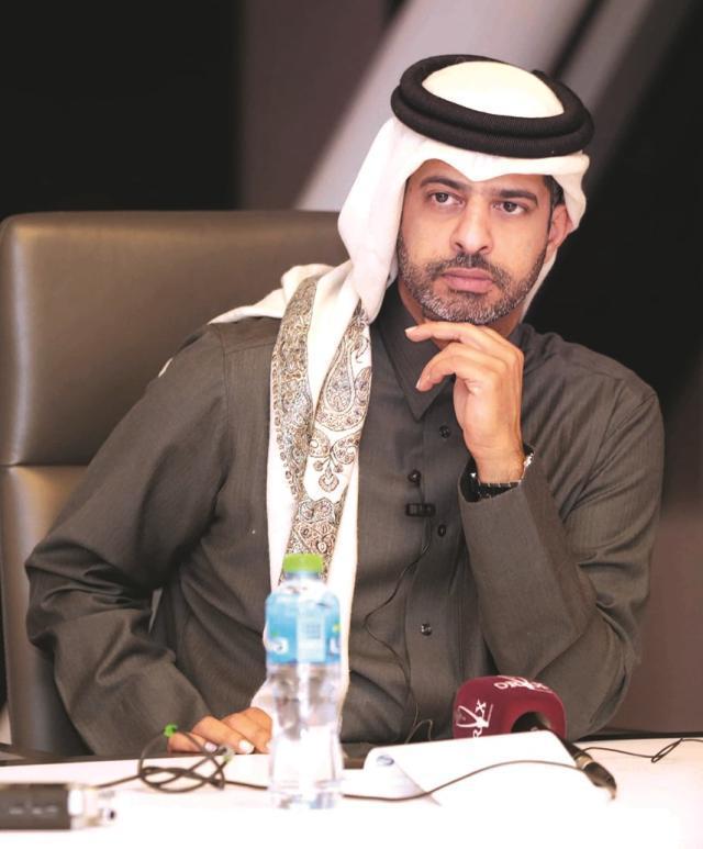 卡塔尔世界杯赛组委会CEO纳赛尔·阿尔哈特尔在接受记者采访.jpg