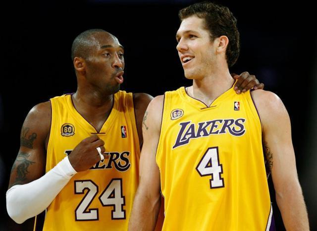 1580625088_Kings-Luke-Walton-keeps-his-memories-of-former-teammate-Kobe.jpg
