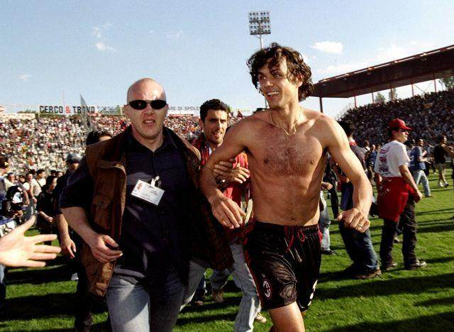 23_may_1999_paulo_maldini_of_ac_milan_celebrates_victory_after_t_1512621.jpg