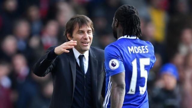 Chelsea-manager-Antonio-Conte-and-midfielder-Victor-Moses.jpg