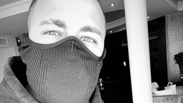 13022020---neymar-posta-foto-de-mascara-1584108149741_v2_900x506.jpg