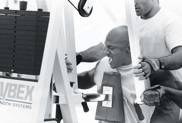 michael-jordan-working-out-in-the-jordan-dome-on-the-set-of-space-jam-1080x728.jpg