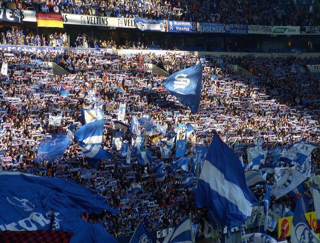 Schalke_04_Fans_664.jpg