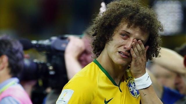 8jul2014---david-luiz-zagueiro-da-selecao-brasileira-chora-na-semifinal-da-copa-do-mundo-de-2014-quando-o-brasil-perdeu-de-7-a-1-para-a-alemanha-1425661259473_v2_900x506.jpg