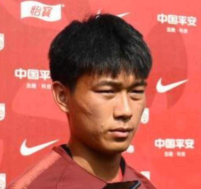《【天辰招商主管】国青队员:积极适应教练新的打法 踢中乙要有自信》