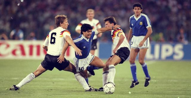 《【天辰娱乐代理奖金】意大利世界杯为何输?马拉多纳脚踝有伤大拇指掉了》