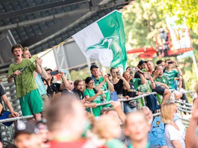 14373219-werder-fans-feiern-weserstadion-bremen-relegation-koeln-rdyKfEXURa6.jpg