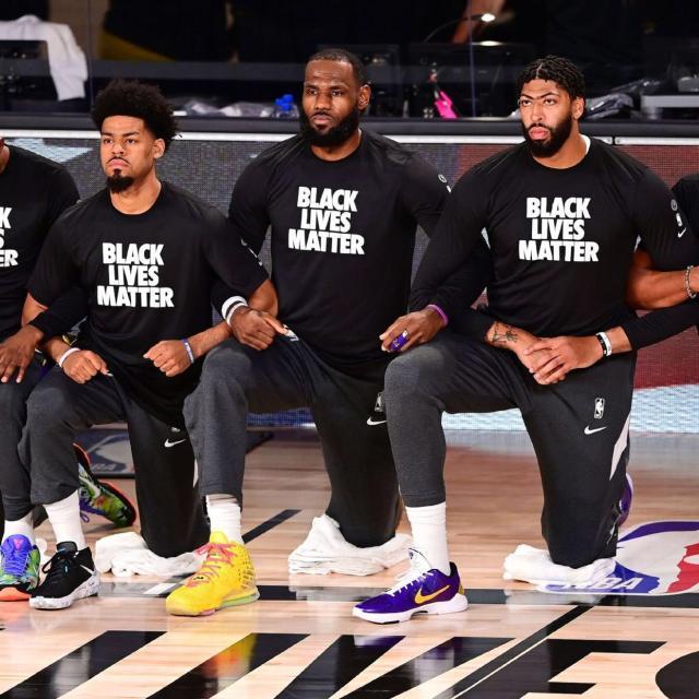 《【天辰平台代理怎么注册】黑人遭跪杀执法视频曝光 詹姆斯身穿抗议T恤入场》