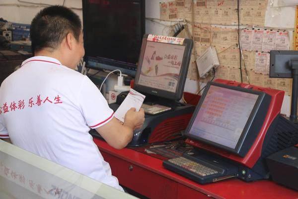 3-郭俊在工作当中.jpg