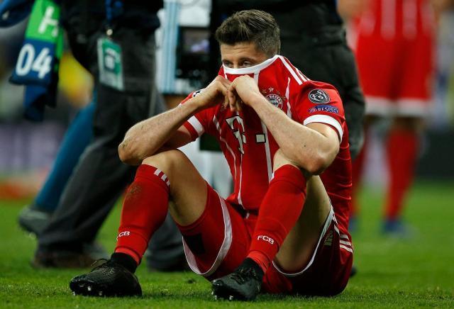 z23346342IH,Bayern-s-Robert-Lewandowski-looks-disappointed-whe.jpg