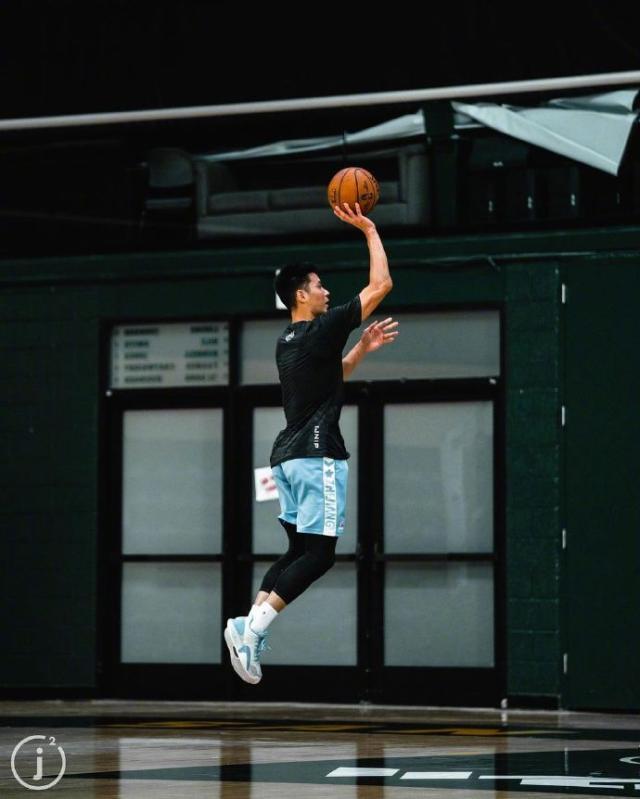 《【天辰代理平台注册】书豪现身勇士队内训练赛 重返NBA之梦在金州成真?》