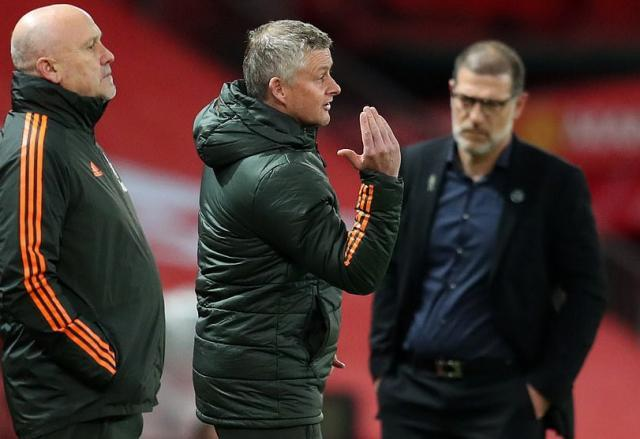 35950238-8969961-Ole_Gunnar_Solskjaer_and_Mike_Phelan_watched_on_with_the_hosts_l-a-5_1605995803311.jpg