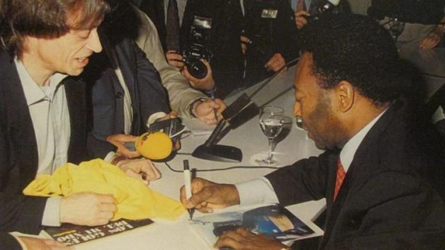 《【天辰平台主管】史上最贵足球给钱不卖 贝利老马梅西克圣贝皇签名》