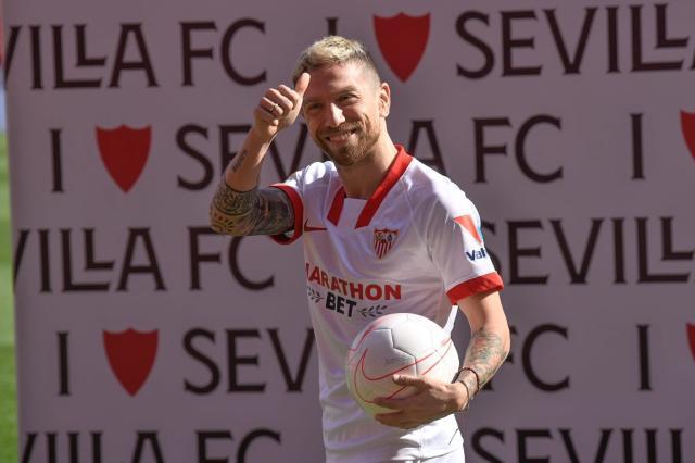 Finds-him-as-a-rival-in-La-Liga-Papu-Gomez.jpg