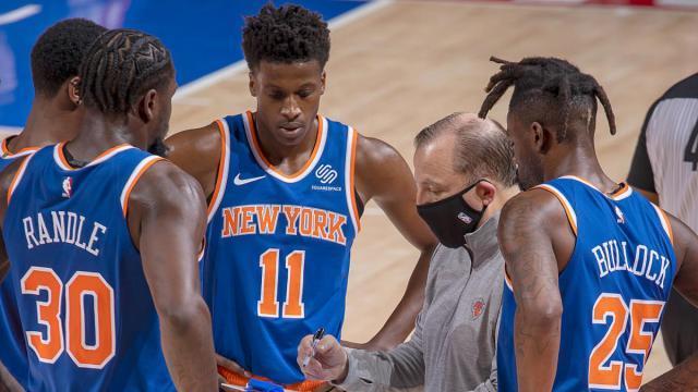 Tom-Thibodeau-Knicks-huddle.jpg