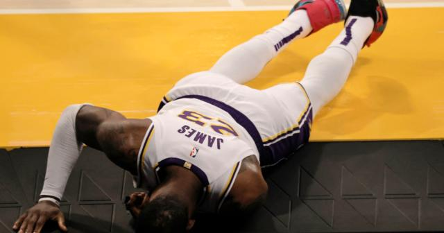 LeBron-James-suffered-chilling-ankle-injury-in-NBA-game.png