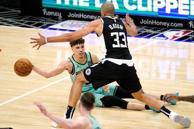 Hornets-Clippers-Basketball-19.jpg