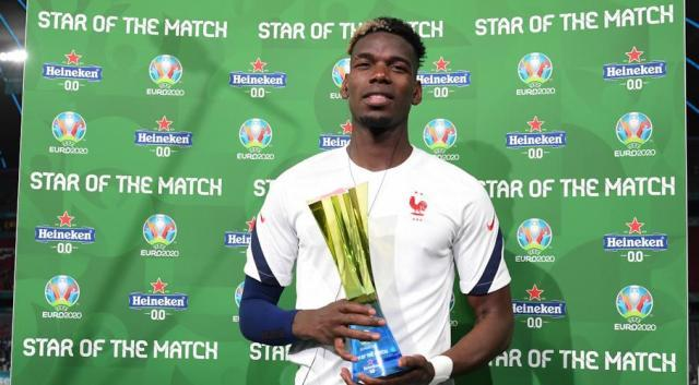 Paul-Pogba-trophy-210615G1050.jpg