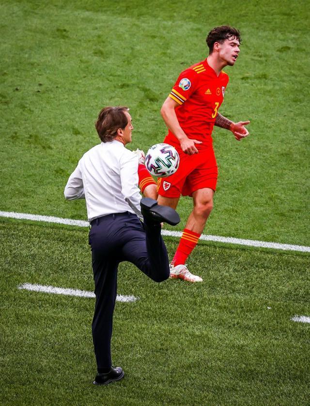 图片10 2021.6.20 欧洲杯A组第3轮 意大利1-0威尔士 曼奇尼 图片4_副本.jpg