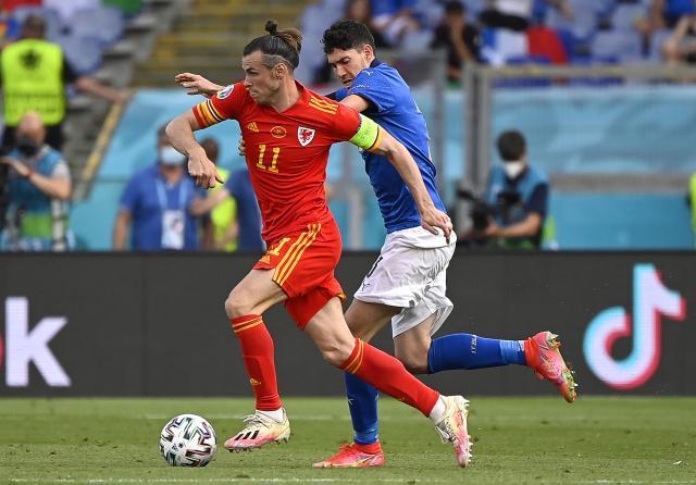 Bastoni-Wales-Bale.jpg
