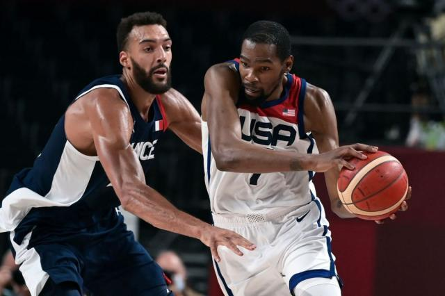 LAmericain-Kevin-Durant-devant-Francais-Rudy-Gobert-finale-olympique-competition-basket-masculin-JO-Tokyo-7-2021_0.jpg