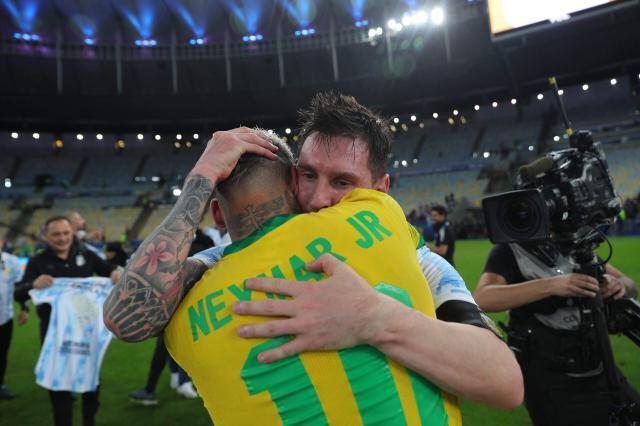 Neymar-Messi-PSG-scaled.jpg