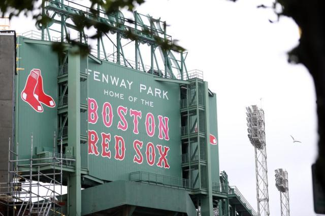 https___specials-images.forbesimg.com_imageserve_6120037ef33f1a192a49f13c_Miami-Marlins-v--Boston-Red-Sox_1960x0.jpg