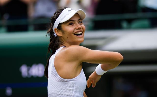 Emma_Raducanu_-_2021_Wimbledon_Championships_Day_6_-DSC_6581_original.jpeg