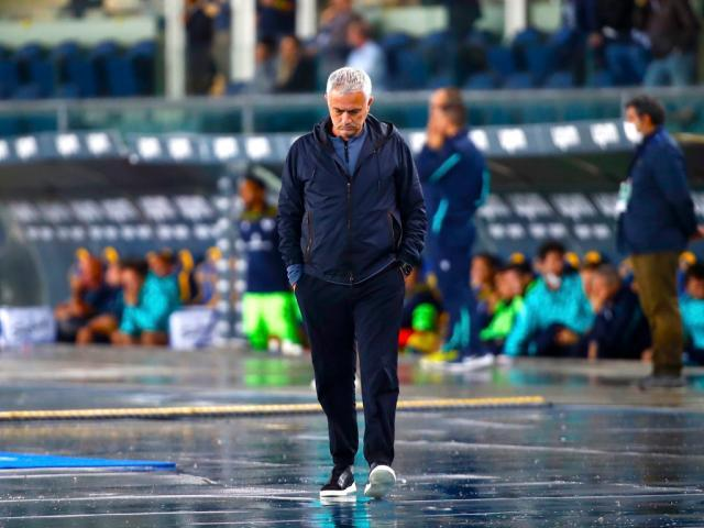 00-jose-mourinh-verona-roma-reuters-2021-09-19t173709z_485933101_up1eh9j1cxvpt_rtrmadp_3_soccer-italy-hel-rom-report_lkqf.jpg