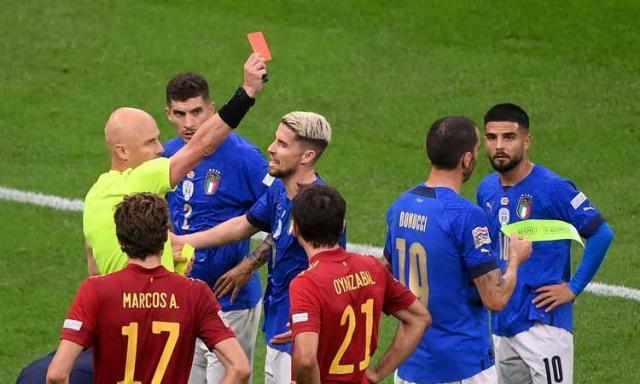 arbitro.karasev.espelle.bonucci.italia.2021.22.750x450.jpg