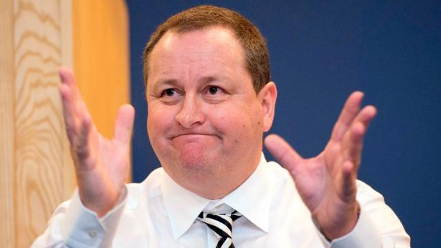 mike-ashley-hands-out-front-newcastle-united-nufc-1120.jpg
